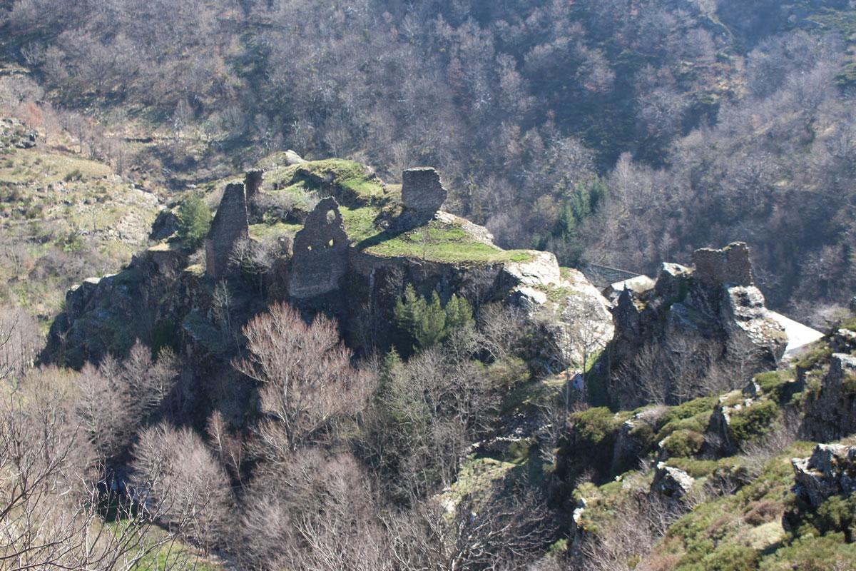 chemin-sculpture-altier-chateau